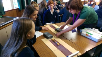 Simulating the variation in the rate of movement at a plate boundary